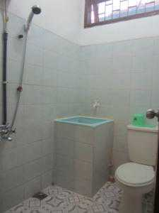 Hotel murah di bandung kamar mandi sanghata inn 2 for Dekor kamar hotel di bandung