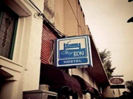 hotel murah di bandung - tampak depan chez bon hostel
