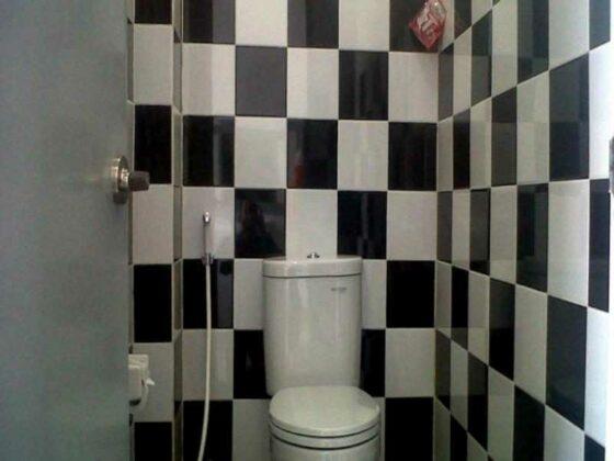 hotel murah di bandung - toilet chez bon hostel