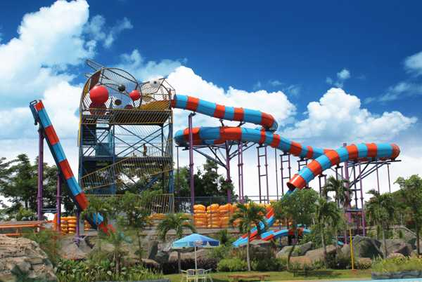 Water Kingdom Mekarsari Boomerang