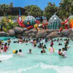 Wave Pool, kolam air dengan gelombang yang bervarisai serasa berenang di Laut.