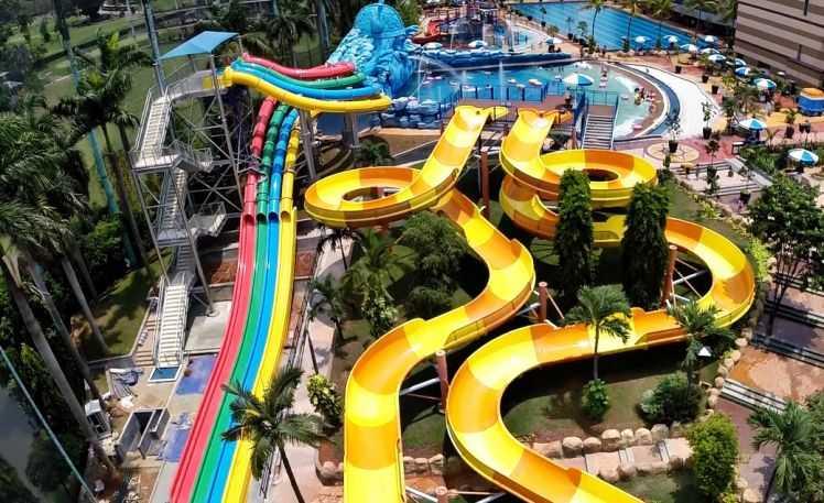 The Wave Waterpark Pondok Indah tempat rekerasi keluarga di Jakarta dengan harga tiket masuk yang masih terjangkau.