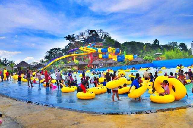 kolam ombak sangkan resort aqua park