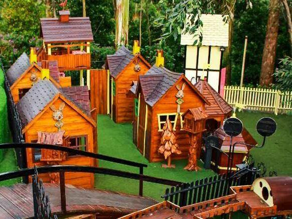 Wahana Bambu Play Ground Dusun Bambu Bandung