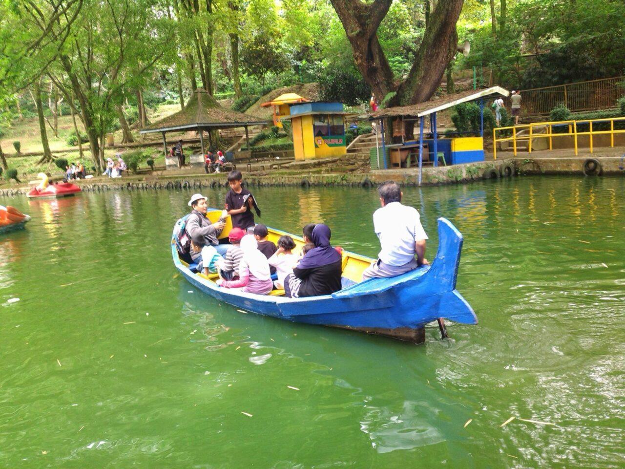 wahana perahu kebun binatang bandung