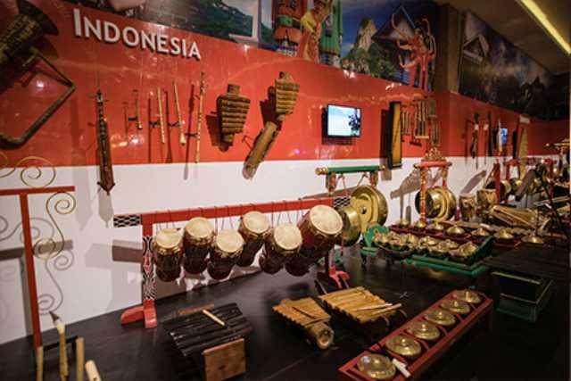 Koleksi alat musik indonesia