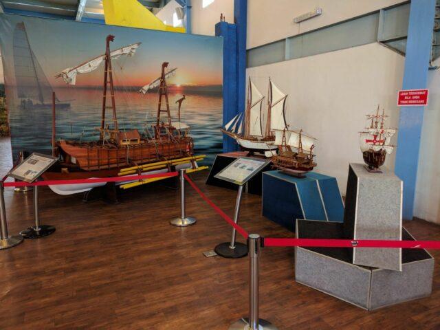 kapal tradisional museum angkut