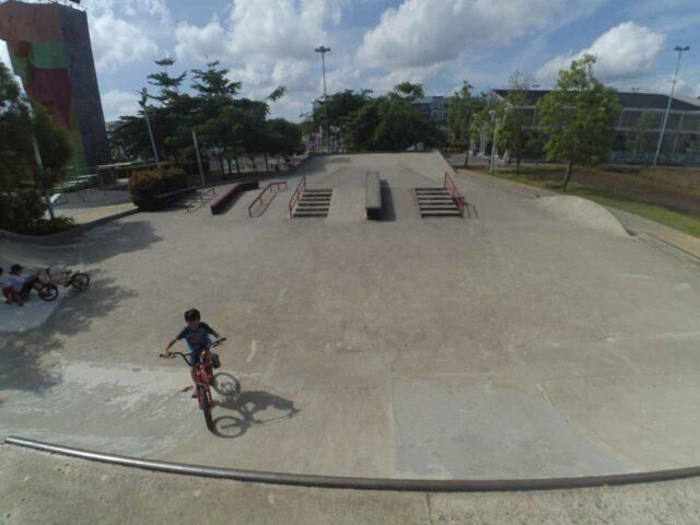 taman skateboard dan sepeda