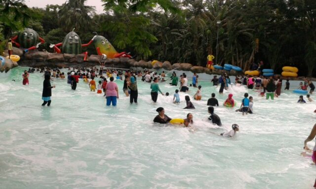 kolam ombak water kingdom