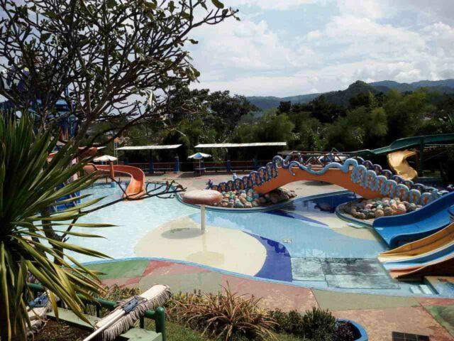 kolam arus citra garden waterpark
