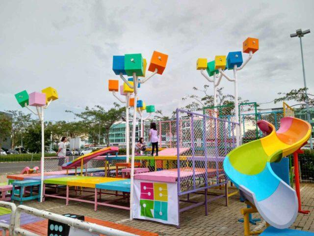 warna warni area bermain anak