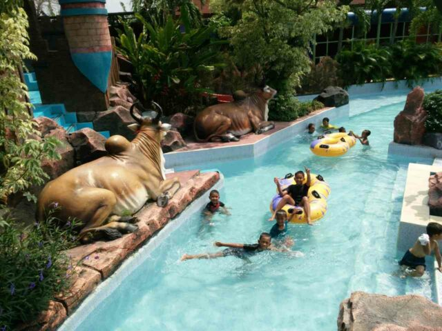 Wahana lazy river