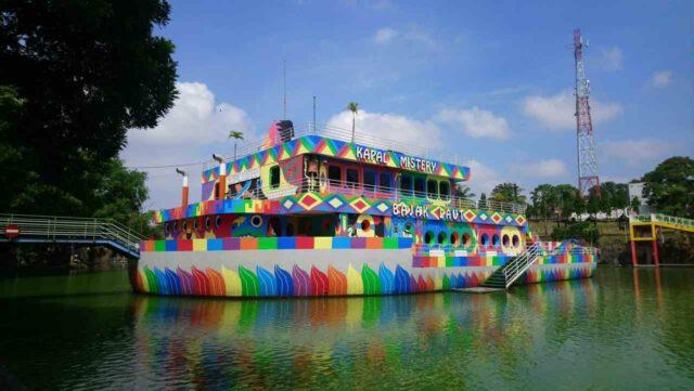 Kapal misteri wahana sengkaling waterpark malang