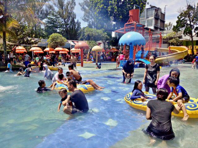kolam anak dan permainan