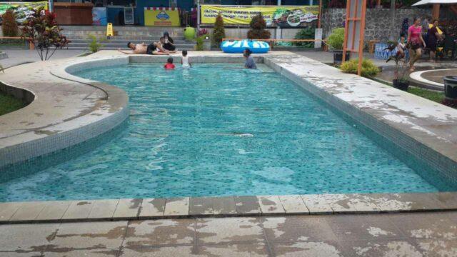 kolam dangkal anak dan kolam air hangat
