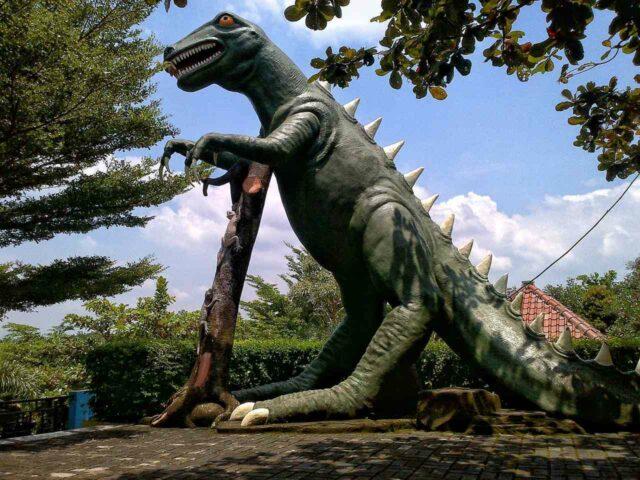 patung dinosaurus jembar waterpark