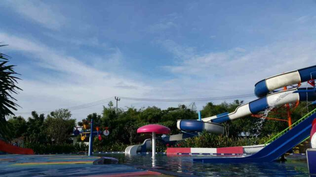 peluncuran dewasa puri nirwana waterpark