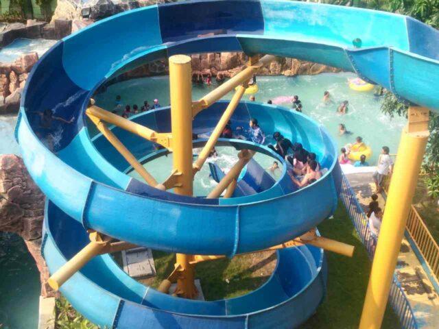 wahana peluncuran spiral dynasty waterpark