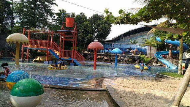 kolam area bermain anak
