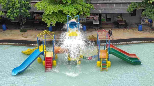 wahana anak lengkap dengan berbagai permainan air