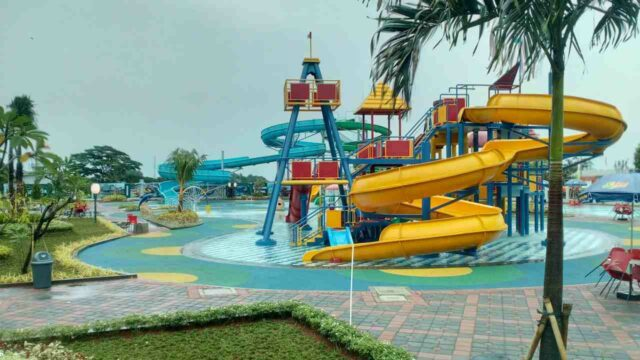 seluncuran spiral anak green lake view waterpark