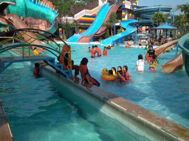 kolam dan wahana permainan air