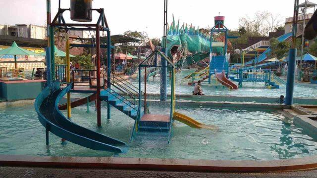 kolam dangkal untuk anak