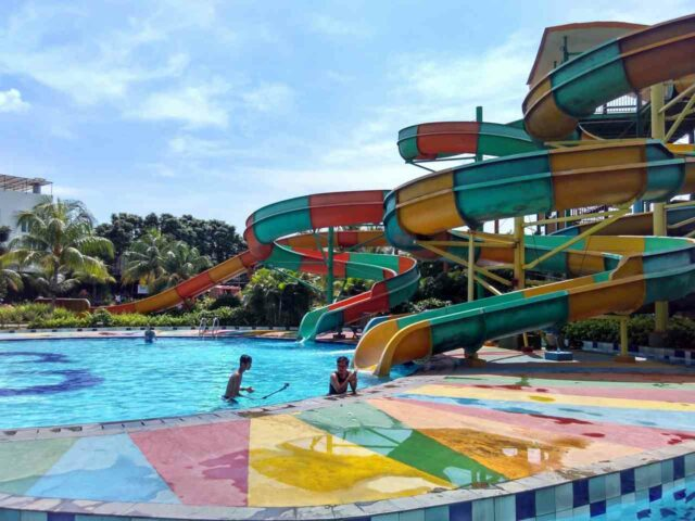 peluncuran spiral warna warni cilegon green waterpark