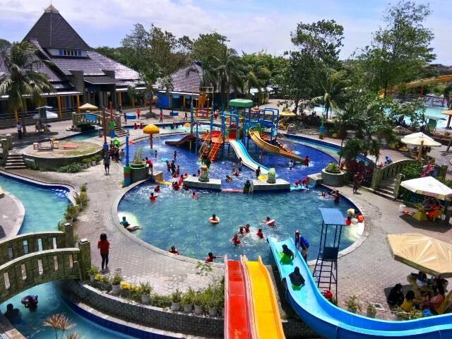 Area Kolam Fun Park Waterboom Tangerang