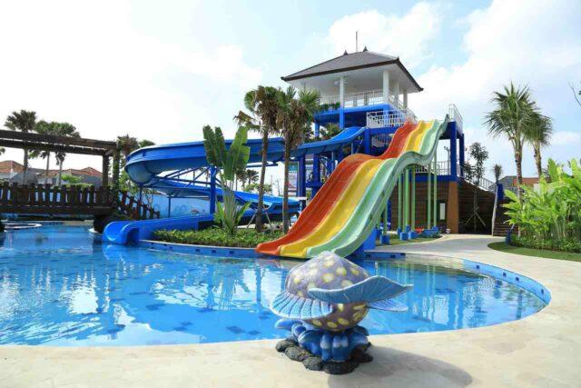 wahana peluncuran dan kolam renang citraland water park denpasar