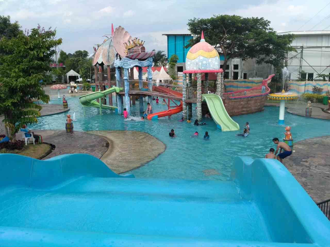 area kolam bermain anak Water Park Tirtasani