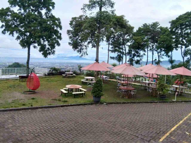 cafe dan restoran di taman love soreang