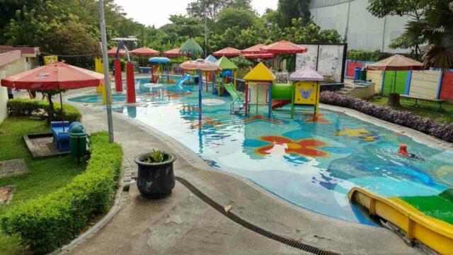 kolam dan wahana anak taman tirtoyoso