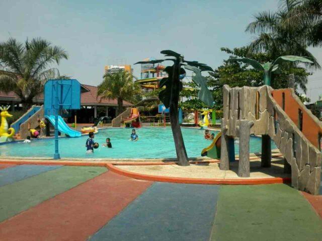 kolam dangkal untuk anak-anak