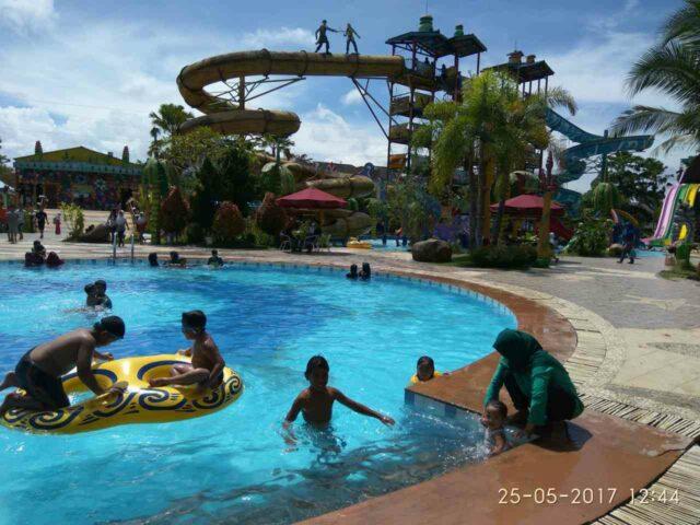 kolam renang anak dan dewasa