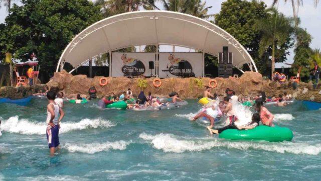 kolam ombak dengan gelombang buatan