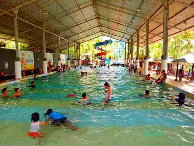 kolam renang indoor