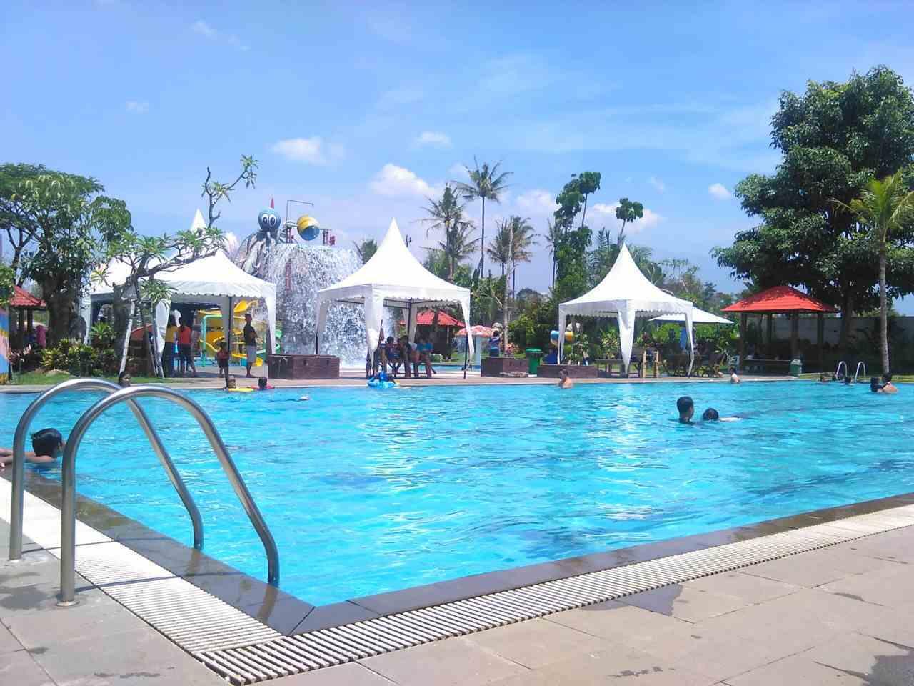 kolam semi olimpik Water Park Tirtasani