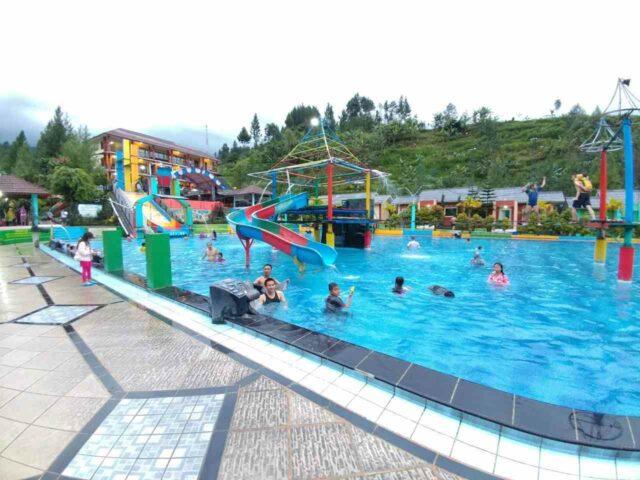 kolam renang anak dan wahana permainan air