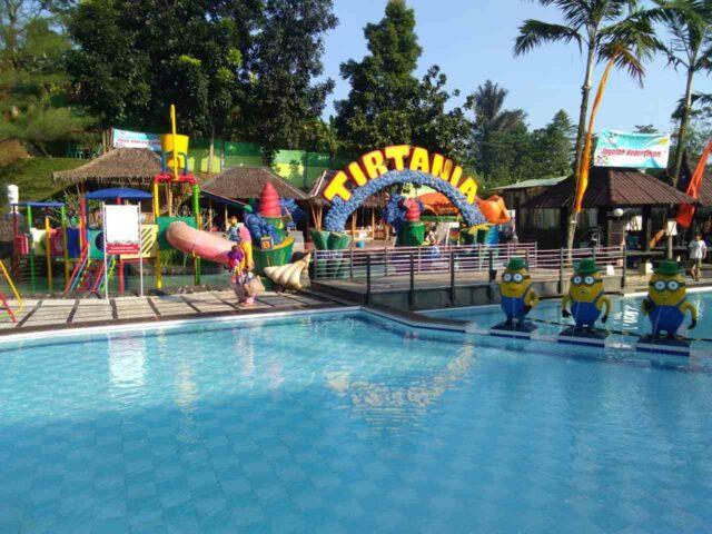 wahana kolam anak dengan hiasn minion