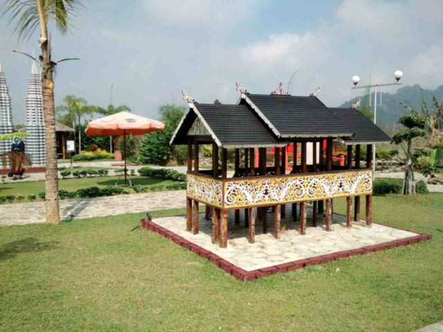 miniatur rumah adat toraja