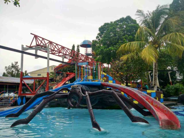 wahana laba-laba tirtonirmolo waterpark galuh
