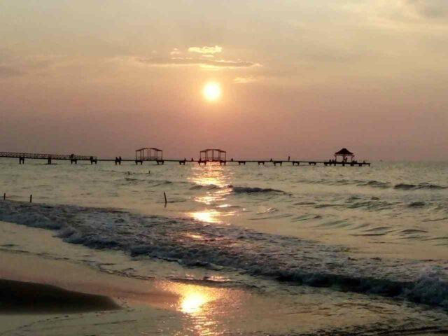 melihat sunset di area Widuri Water Park