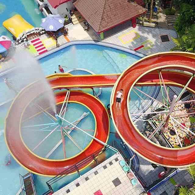 taman wisata air lengkap dengan peluncuran