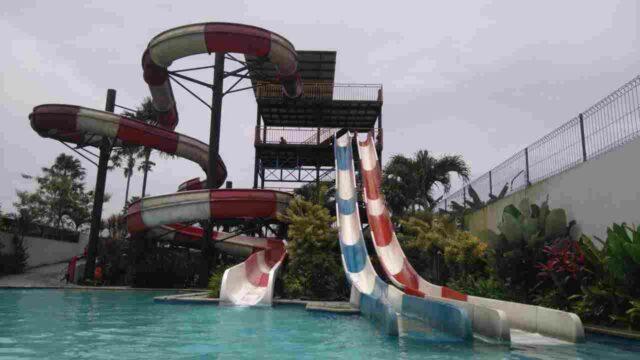 wahana peluncuran dewasa balong waterpark.