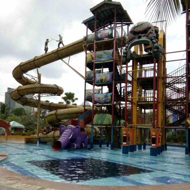 kolam dangkal khusus anak