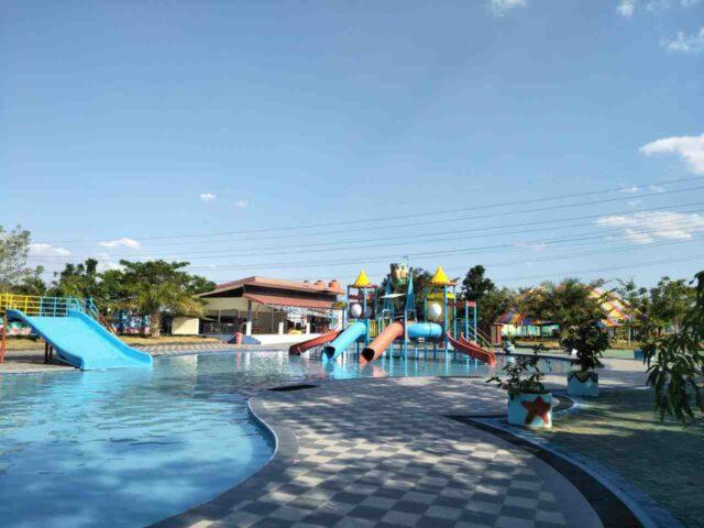 kolam anak dan wahana permainan