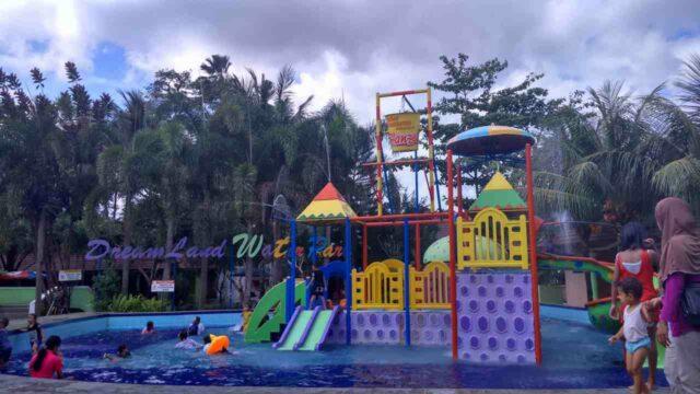 kolam anak dan permainan air