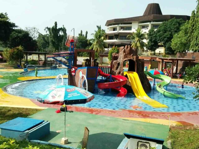 wahana kolam anak lengkap dengan permainan air