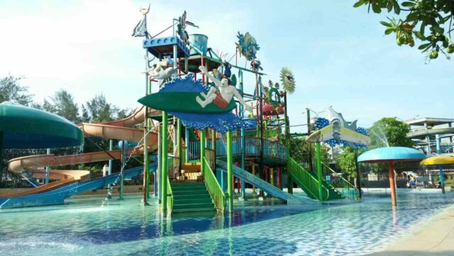 kolam dan wahana permainan anak Widuri Water Park